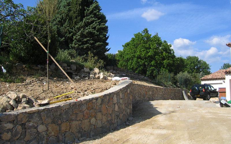 les-sens-du-jardin-mur-en-pierre