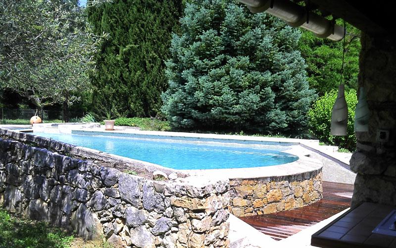 piscine-mur-pierres-var