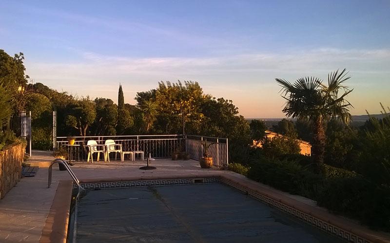 terrasse-piscine-les-sens-du-jardin